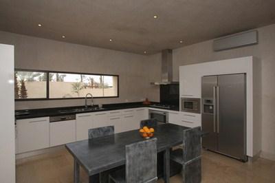 Marrakech malela paradise description de notre villa en for Grande cuisine equipee